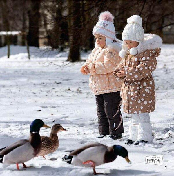 Пара на фоне снега